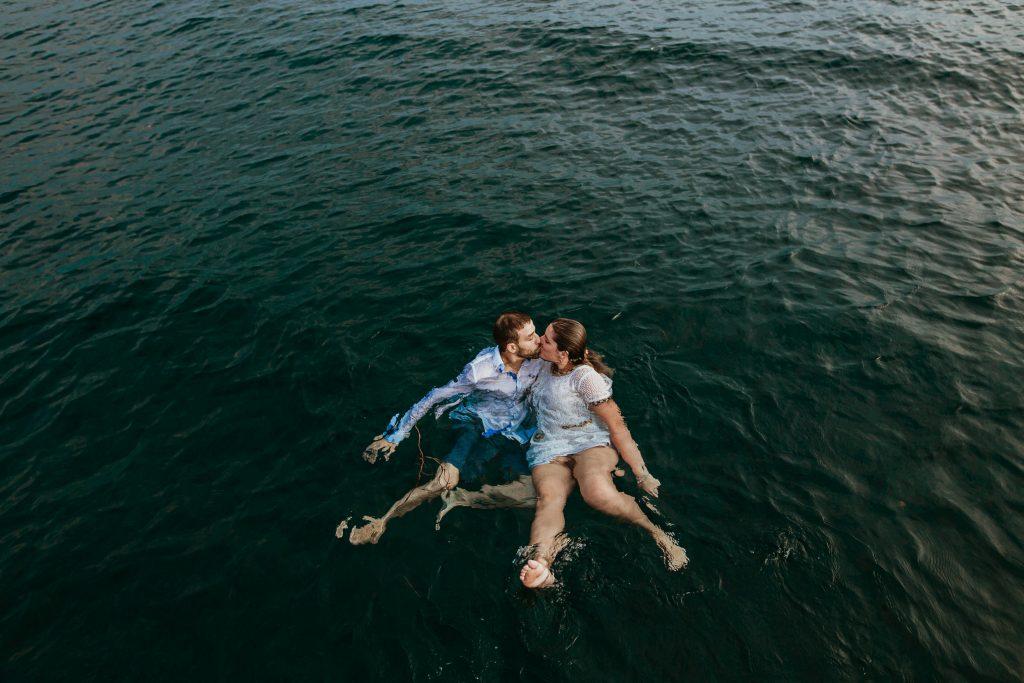 Costa brava, velero en el mediterráneo, preboda, casarse en el castell Empordà