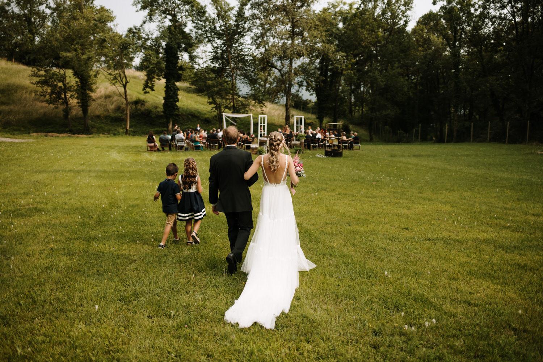 llegada de la novia a su ceremonia.