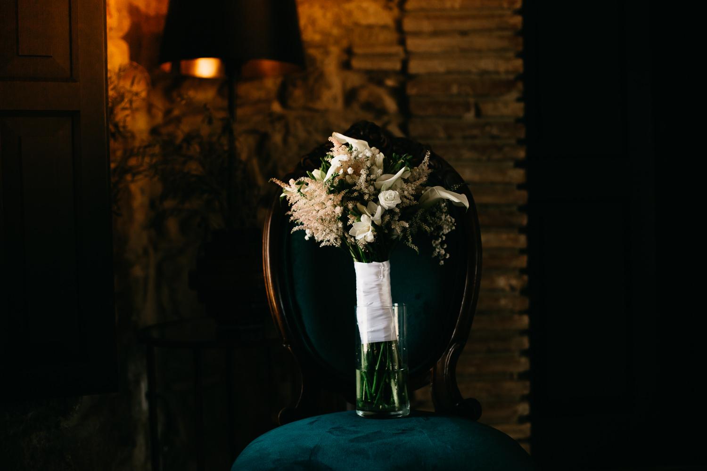 Ramos de novia en empordà, ramo o bouquet de novias color blanco, lugares de bodas en Girona, Castell d'Empordà, lugares de boda en la costa brava