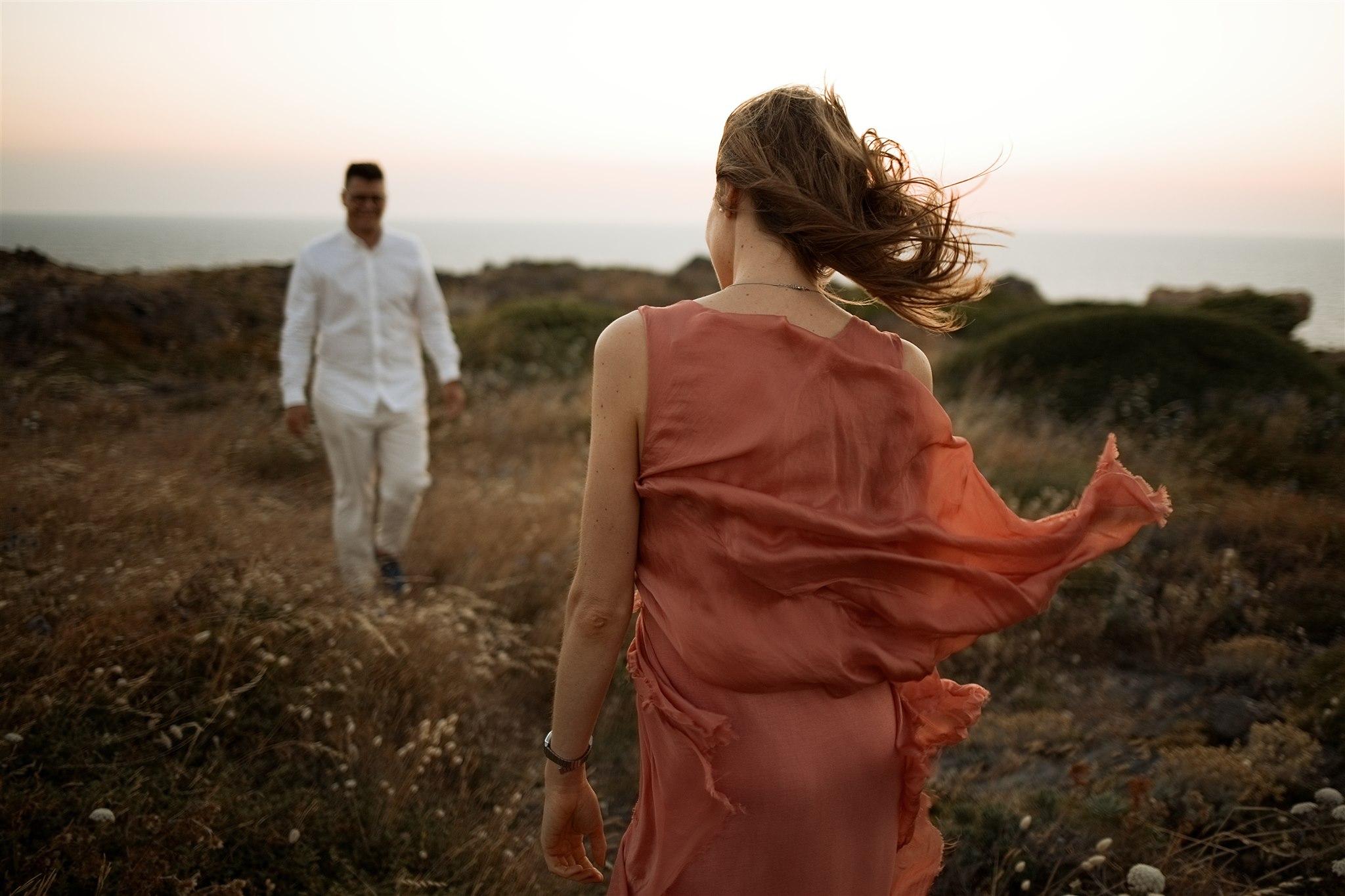 Preboda en cadaques, preboda en la costa brava,  lugares recónditos preciosos, fotos naturales, mencionadas,  destination weddings, esperar meses  para la boda, Girona, fotos de pareja en la costa brava, lugares bonitos para visitar en la costa brava,   senderismo costa brava, cadaqués