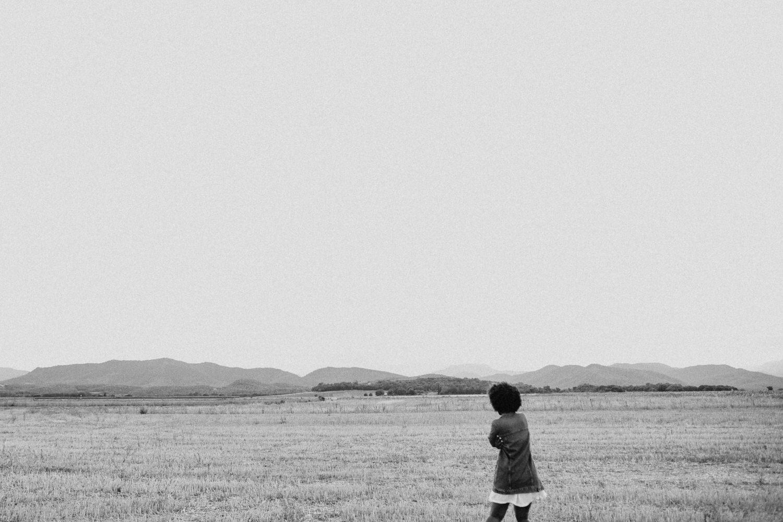 Fotógrafo para perfil profesional, fotos para perfil profesional barcelona, fotógrafo para linkedin, sesión de fotos para curriculum, fotos corporativas barcelona, retrato profesional, ejemplos fotos para linkedin, imágenes para perfil linkedin, fotos profesionales de personas,fotos profesionales en casa. chica negra con vestido amarillo.  Levis, chica rubia en begur, Begur, illa Roja, Costa Brava, Mejores playas de la costa brava, Platja de Pals, Girona, Beto Perez, Preboda en la playa, Begur playas, Begur calas, pareja enamorada en el mediterráneo
