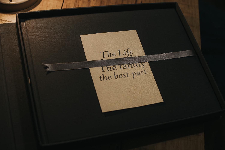 Álbums de bodas, ejemplo de libro o álbum de bodas entregado, álbum moderno, libros de padres junto con libro principal