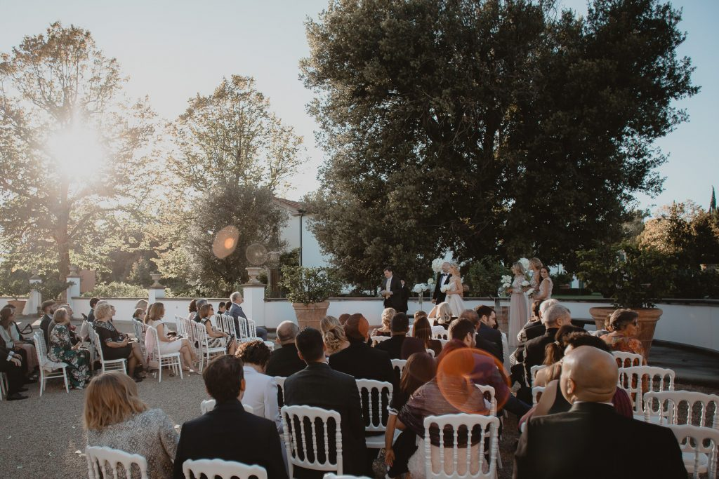 fotógrafos de bodas beto Perez girona, boda en Il Borro, tosacana Italia, casarse en una villa italiana, boda en florencia, bodas en la toscana, lamparas para cenas, ideas inspiracion de mesas para bodas