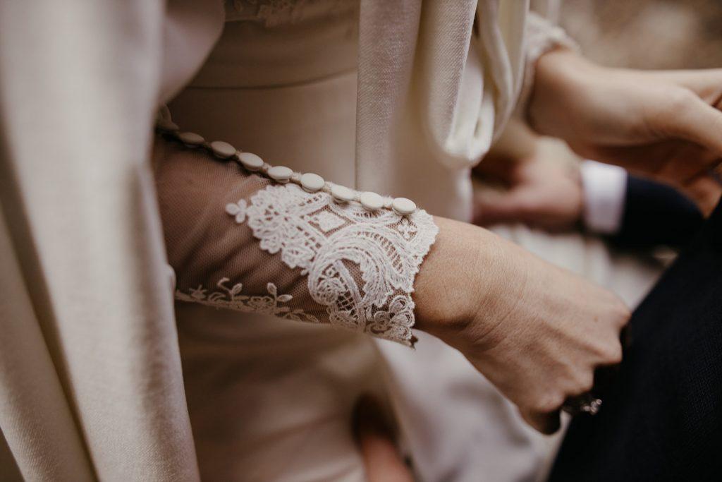 Vestido de novia de invierno con capa, zapatos the Forest Shoes, Flors Jumel, Organización de bodas Pilar Barceló, Actuality Carpas