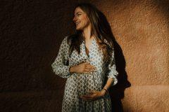 sesiones de fotos para embarazadas en figueras y rosas